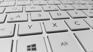 目がかゆい原因はキーボード?キーボードはちゃんと綺麗にしよう!のサムネイル画像